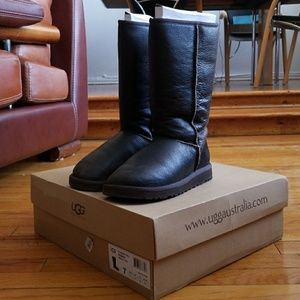 UGG'S Size 7 Leather Classic Tall Bomber Boots